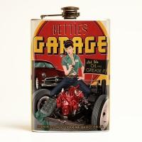 Flasque à alcool rétro Bettie Page Garage.